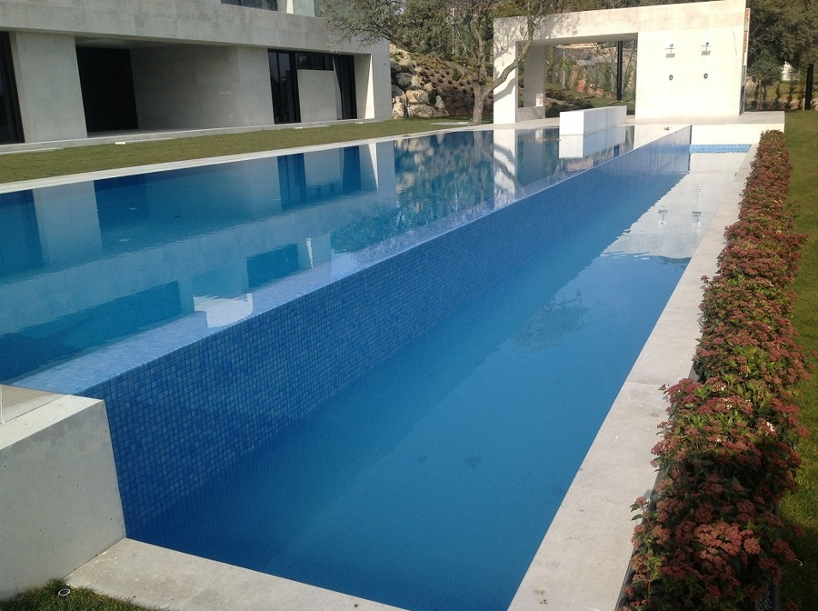 Construcci n de piscina infinita ideas construcci n piscinas for Construccion de piscinas temperadas