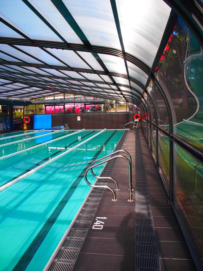Foto piscina y cubierta de eviarproject 1162709 for Piscina cubierta zaragoza