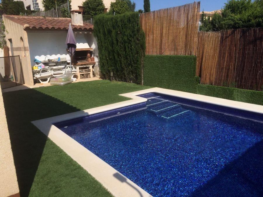 piscina y escalera