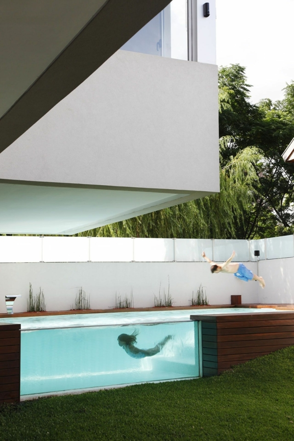 piscina y madera