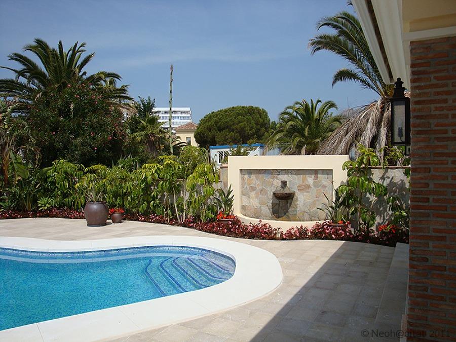 Piscina y Terraza en Vivienda Ampliada en Marbella