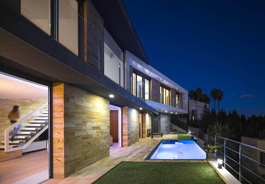 Piscina y terrazas