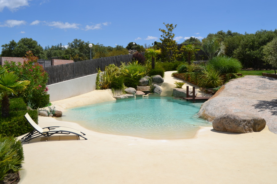 Foto piscinas de arena de anna gaya 1113481 habitissimo for Coste mantenimiento piscina