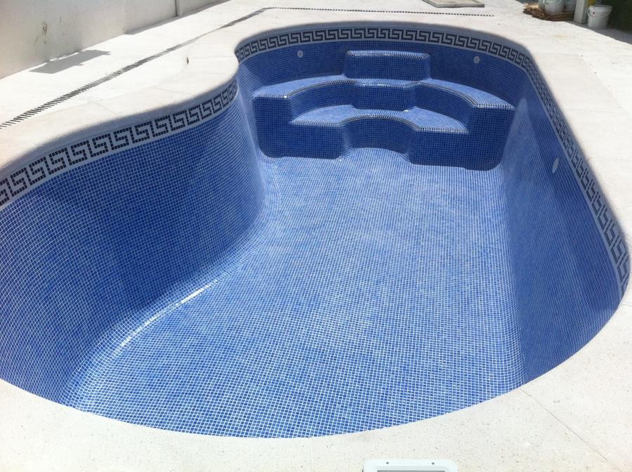 Foto piscinas de poliester con gresite de decomosaico for Gresite para piscinas