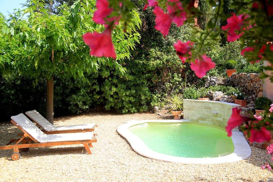 Las mejores terrazas con piscina del verano ideas for Piscinas muy pequenas