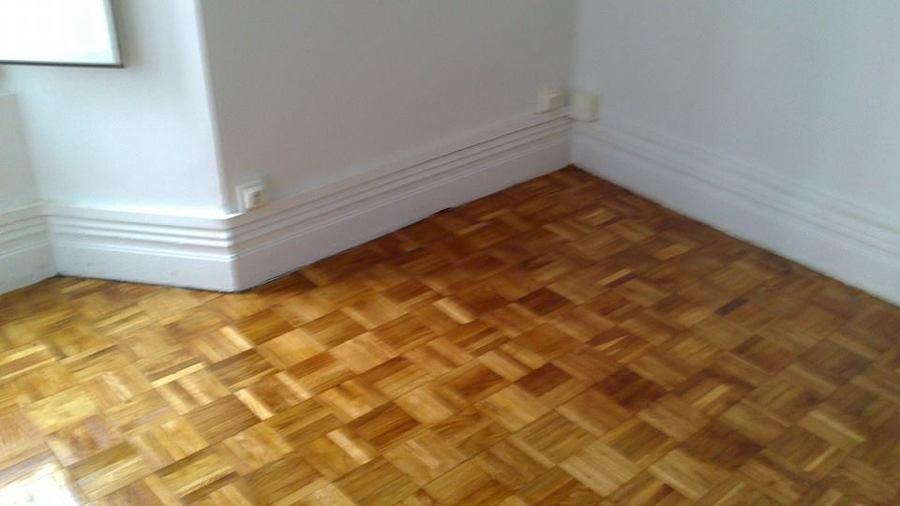 piso completo acuchillado y barnizado