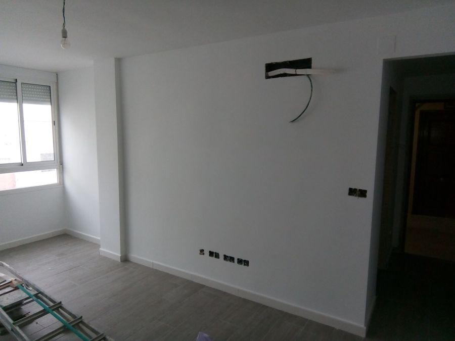 piso terminado entero de blanco