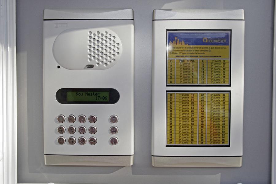 Placa de telefonía de códigos con teclado digital