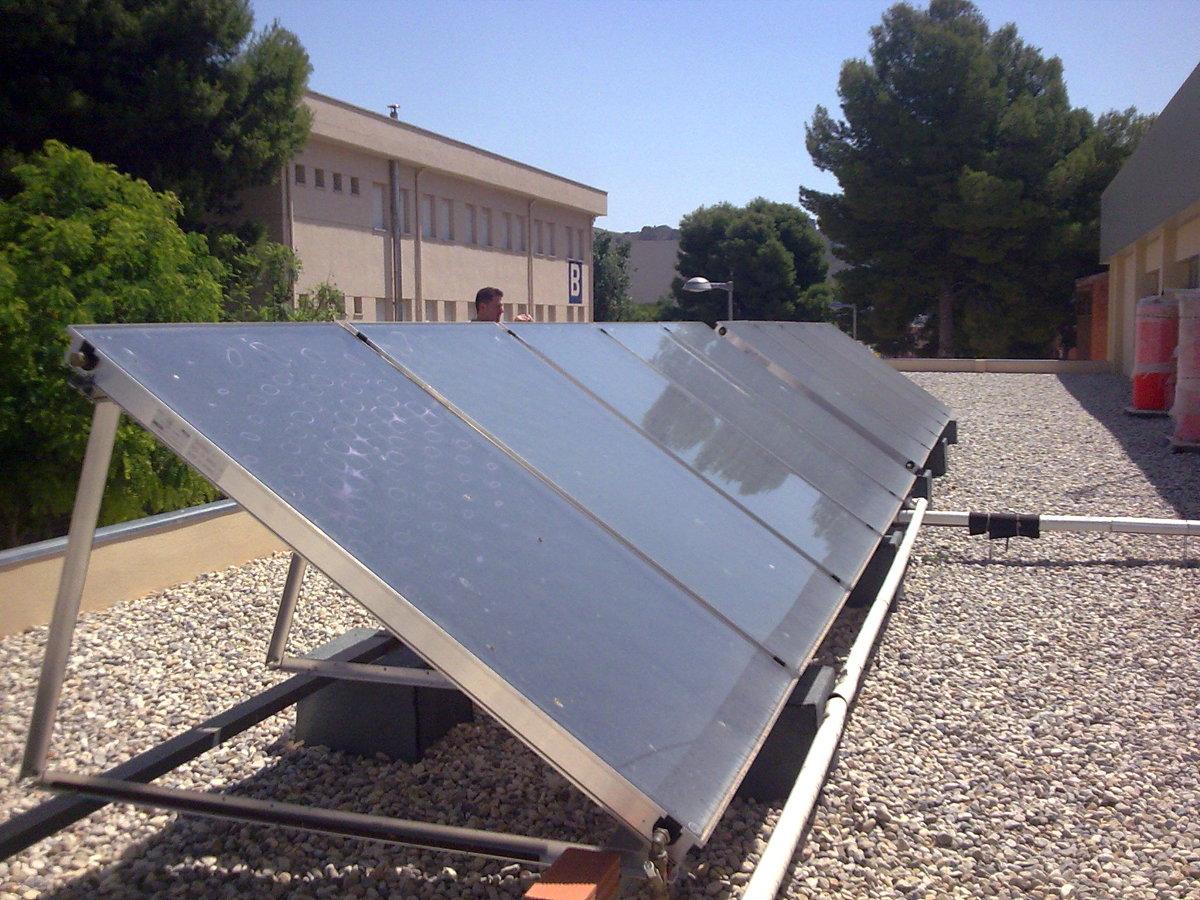 Foto placas solares de instalaciones t rmicas controladas for Placas solares para calentar agua