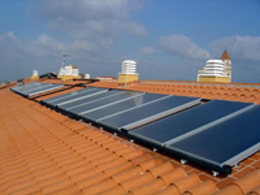 Foto placas solares de termia plus 472248 habitissimo - Placas solares agua caliente ...