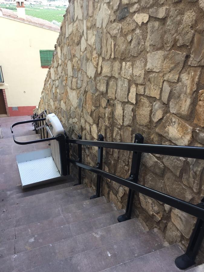 Plataforma inclinada para tramo de escaleras curvo
