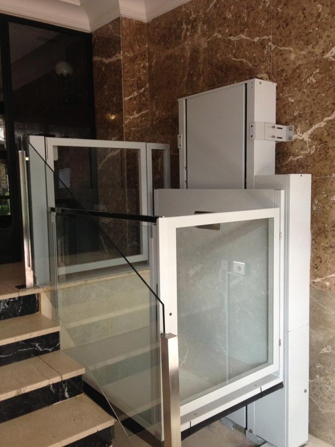Instalaci n plataforma vertical salvaescaleras recorrido for Salvaescaleras vertical