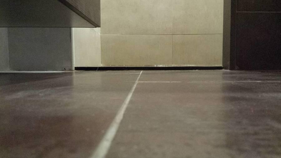Reforma de aseo en calle arag n ideas reformas cocinas for Platos de ducha a ras de suelo