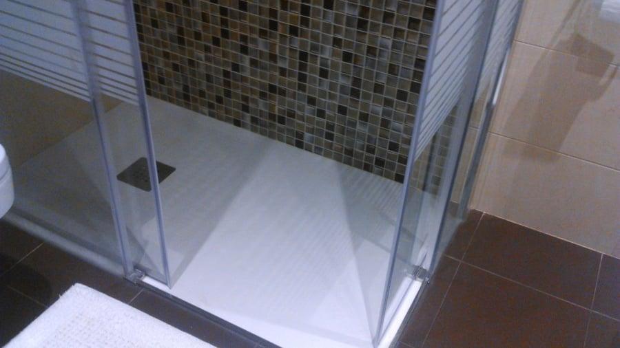 Foto plato de ducha a ras de suelo de cocinas alba for Platos de ducha a ras de suelo