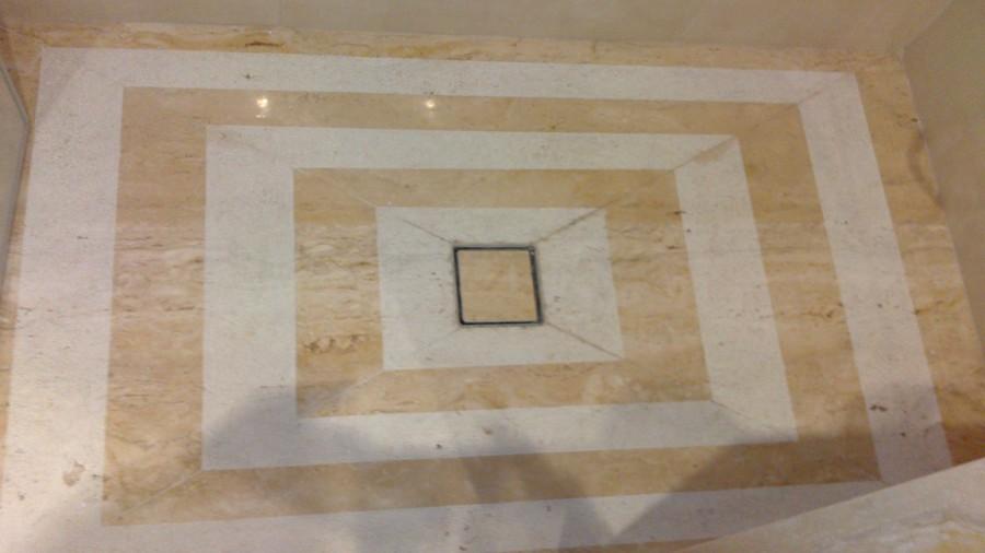 Ba os en m rmol travertino romano ideas reformas ba os for Banos marmol beige