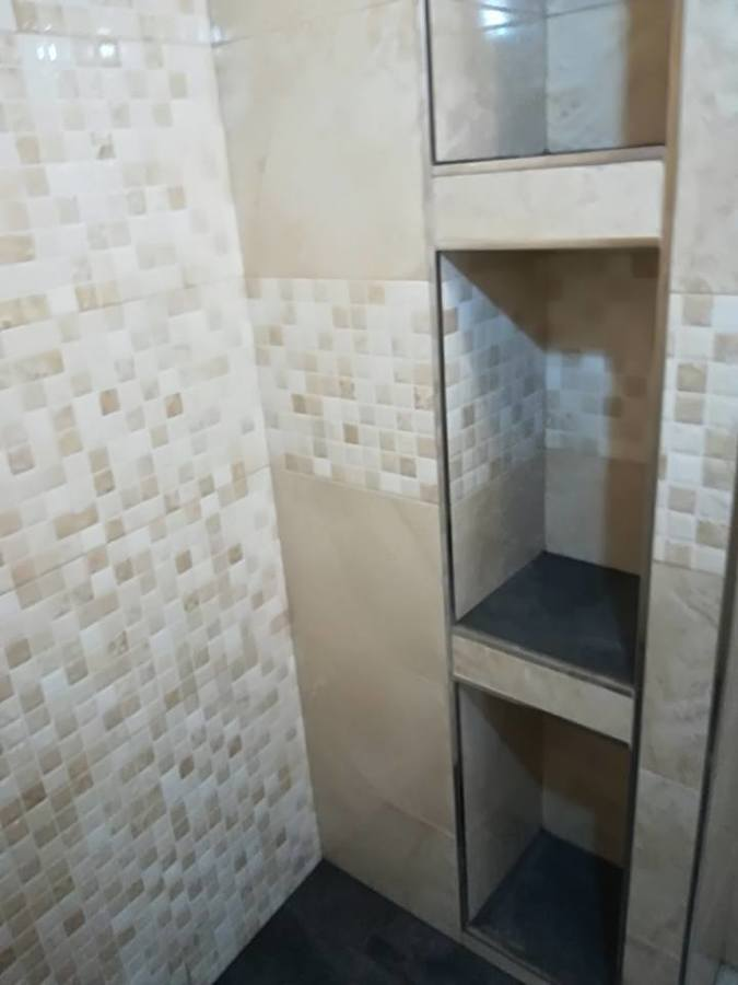 Plato ducha con estante empotrado
