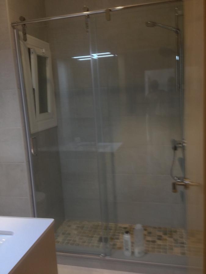 Foto plato ducha de obra y mampara corredera de - Mampara y plato de ducha ...