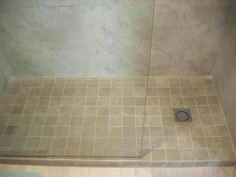 Consejos a tener en cuenta al instalar los platos de ducha for Reforma bano plato ducha