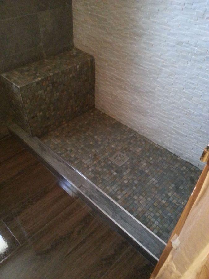 Foto plato obra con asiento de transylvandecor 997199 habitissimo - Plato de ducha de obra ...
