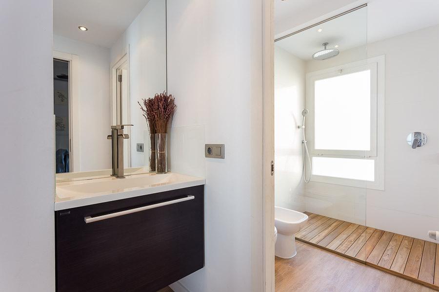 Platos de ducha desmontables de madera de Teka