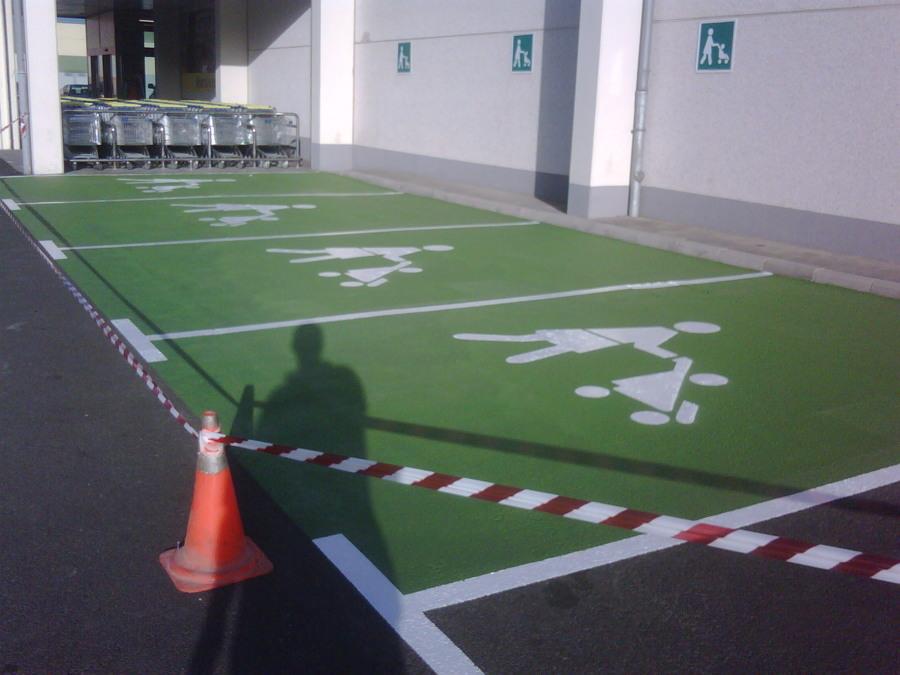 Plaza de aparcamientos familiares