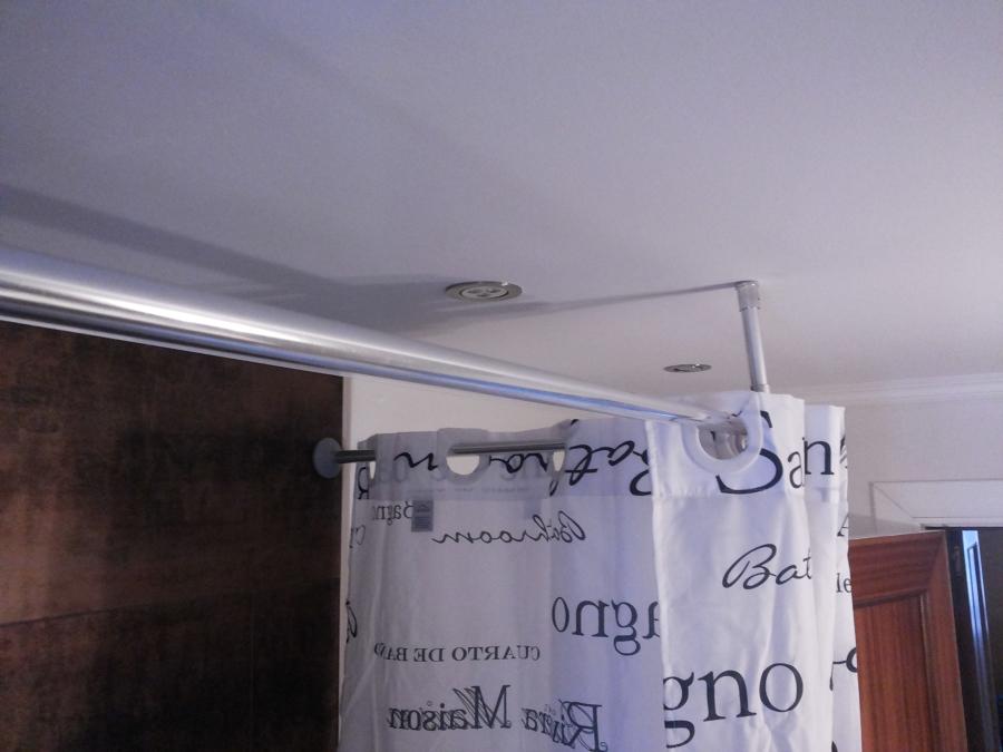 Foto poner barra para cortinas de judevi 1073922 for Poner ganchos cortinas