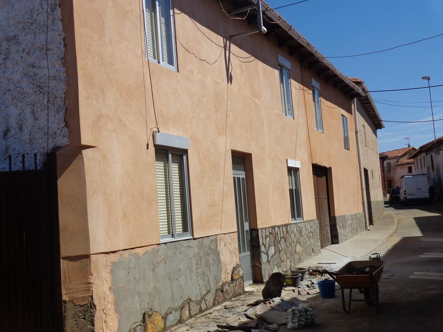 Revoque de fachada con cemento coloreado y piedra natural - Colocar piedra natural ...