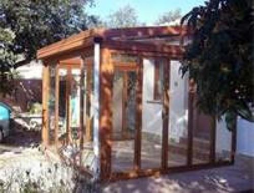 Foto porche aluminio imitacion madera de carpinteria de - Porche de aluminio ...