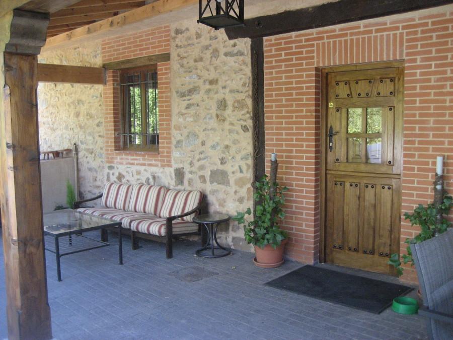 porche con hormign impreso rehabilitacin de muros de piedra y ladrillo - Muros De Piedra