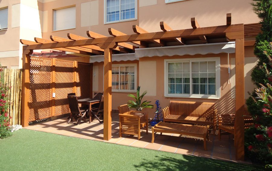 Porches de madera para patios y jardines en tenerife for Porche jardin madera