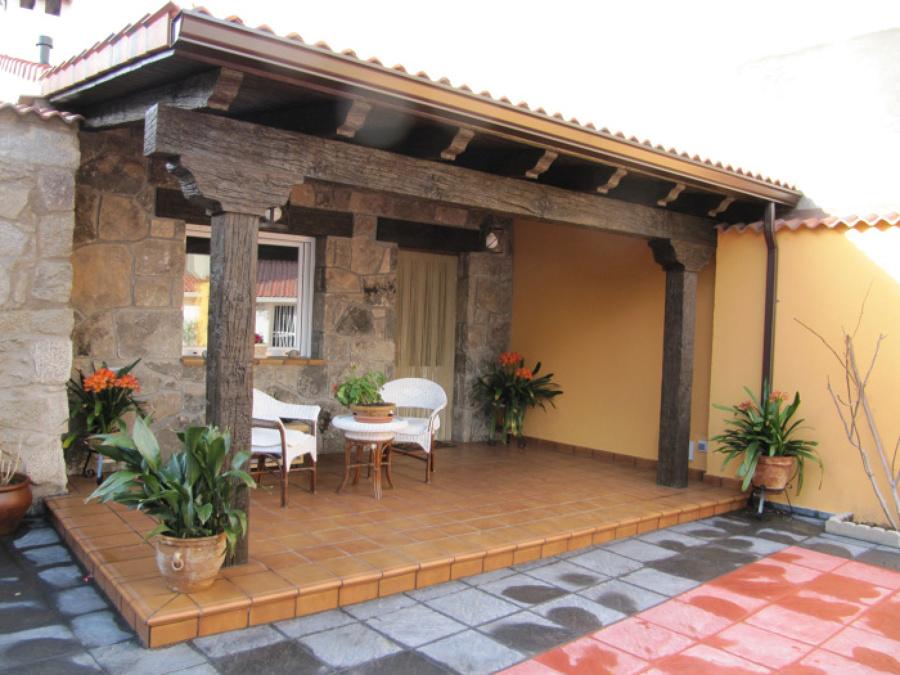 Porches de madera para patios jardines en tenerife for Porches para patios