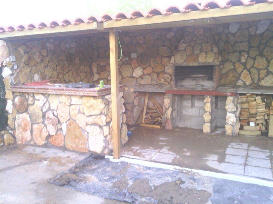 Construcci n de porche y barbacoa ideas reformas viviendas - Barbacoa de obra casera ...