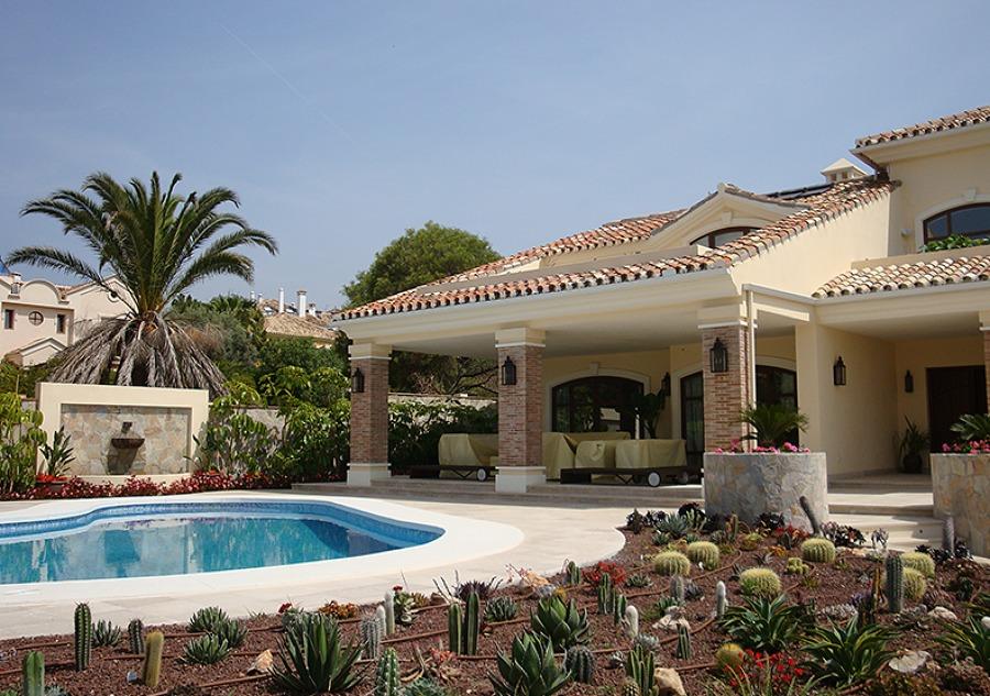 Porches nuevos en la Vivienda Ampliada y Reformada en Marbella