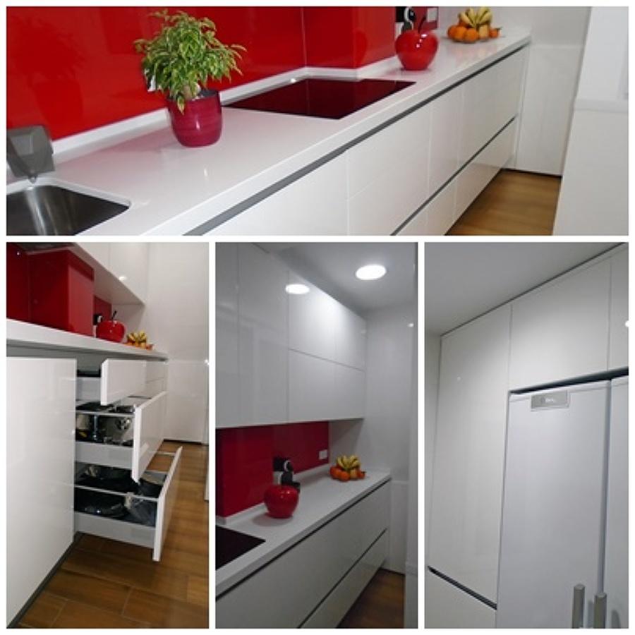 Cocina con puertas en alto brillo y cristal templado en for Frontal cocina ideas