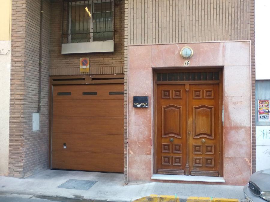 Portal y puerta del garaje