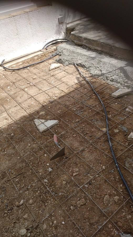 Preparación de terreno a enracholar,echamos hormigón con su correspondiente mallazo