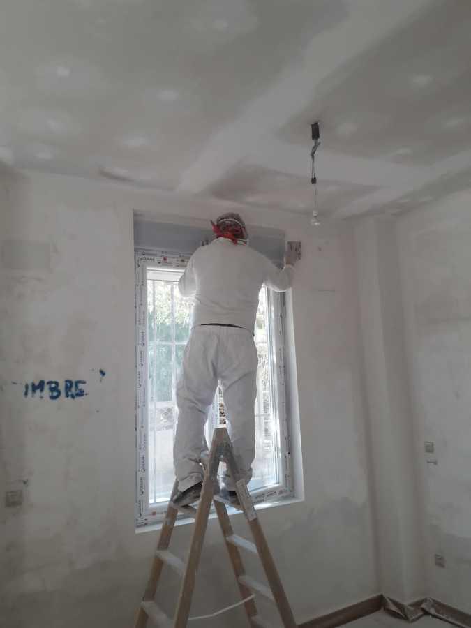 Preparación y lijado de cada rincón de las paredes