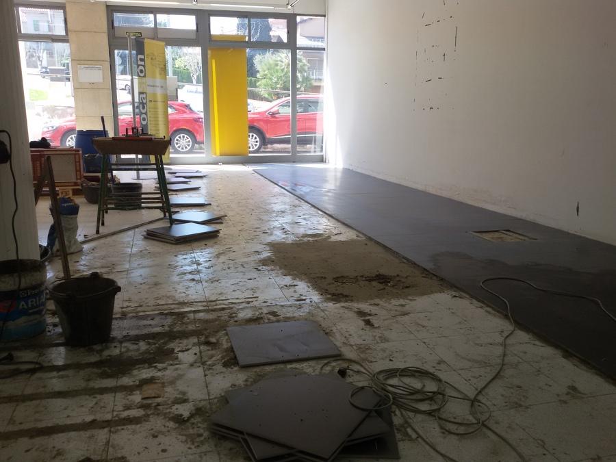 Preparando instalaciones de las mesas de trabajo.