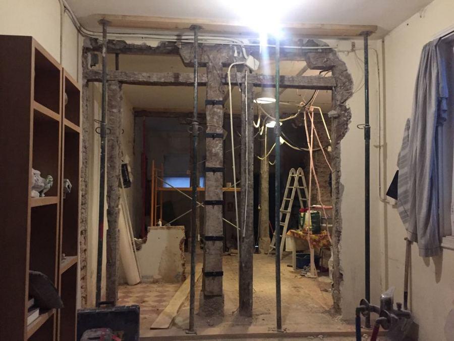 Proceso de demolición y apuntalamiento de estructura