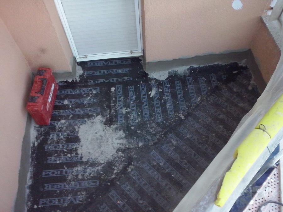 Proceso de impermeabilización de suelo  balcones