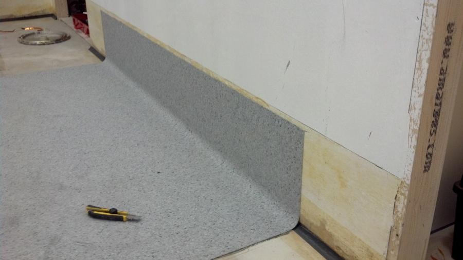 Instalaci n de pavimento de pvc conductivo en quirofano en for Lamas de pvc para paredes