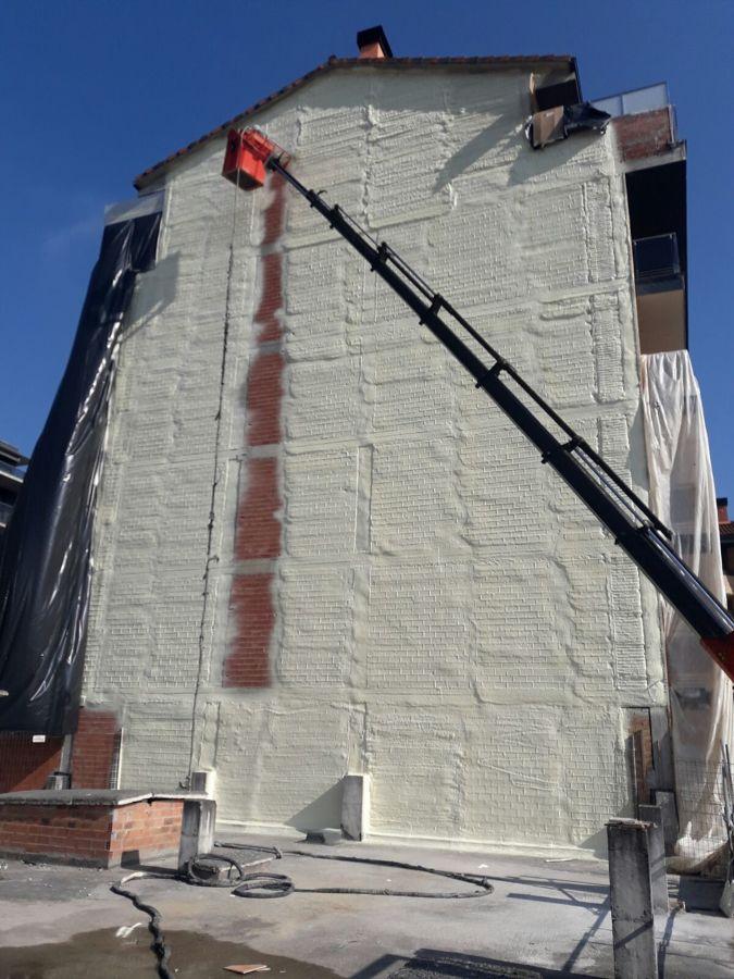 proyección poliuretano fachada