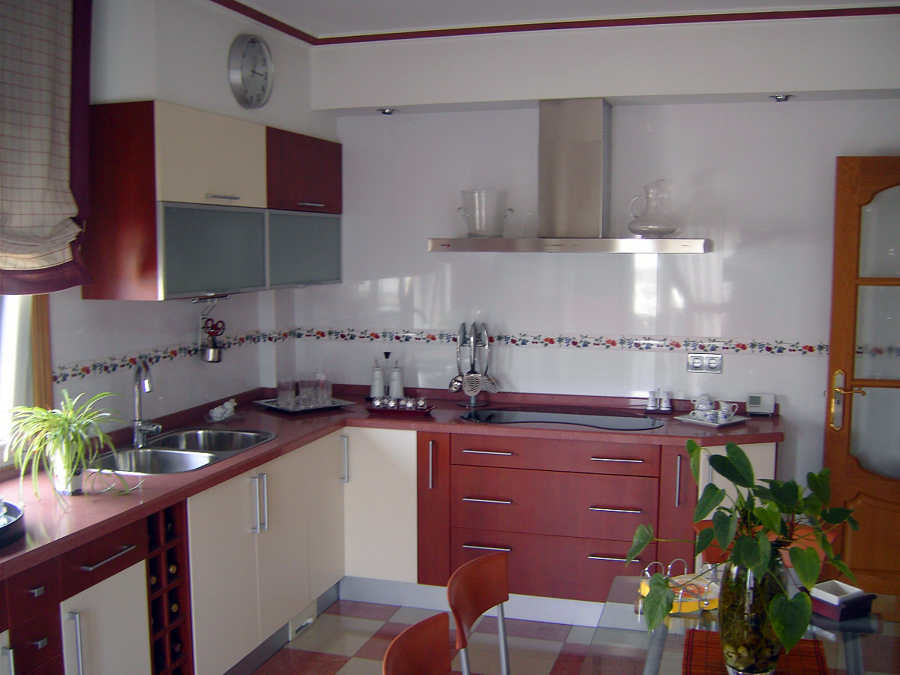 Cocina actual en chalet ideas decoradores for Proyecto cocina