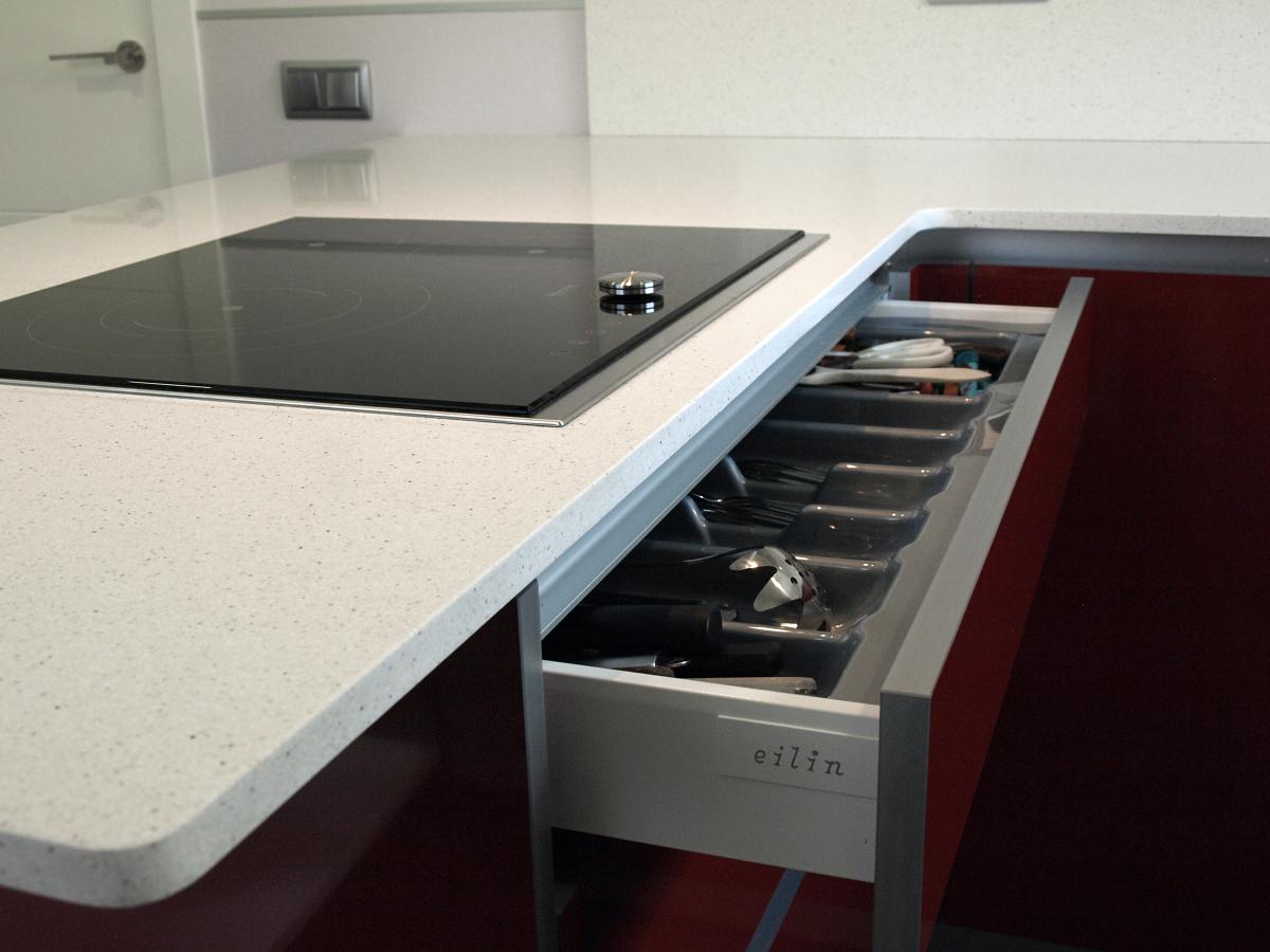 Proyecto cocina roja eilin aseo y puertas interior for Proyecto cocina