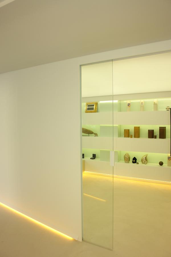 Puerat corredera de vidrio con maneta de corian