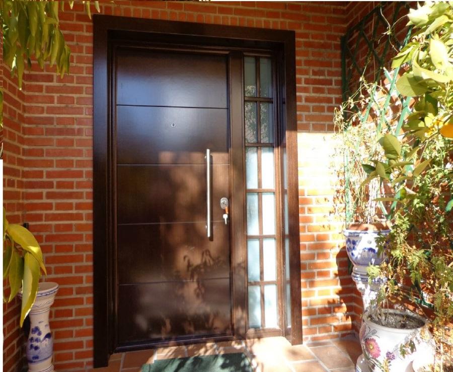 Puerta Acorazada con fijo lateral de cristal blindado y reja