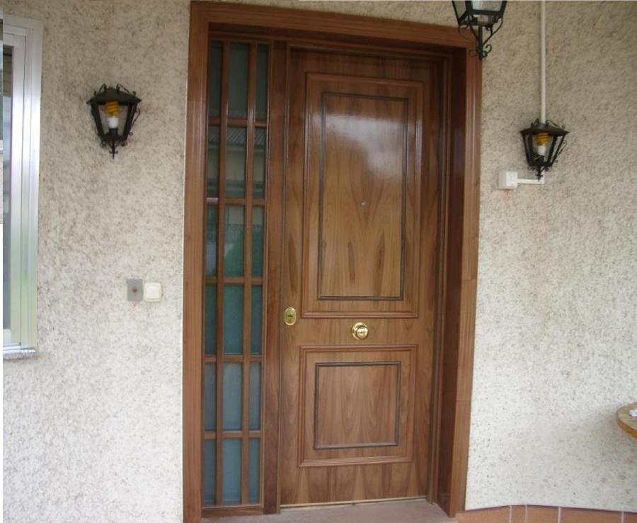 Puerta Acorzada decorada estilo clásico