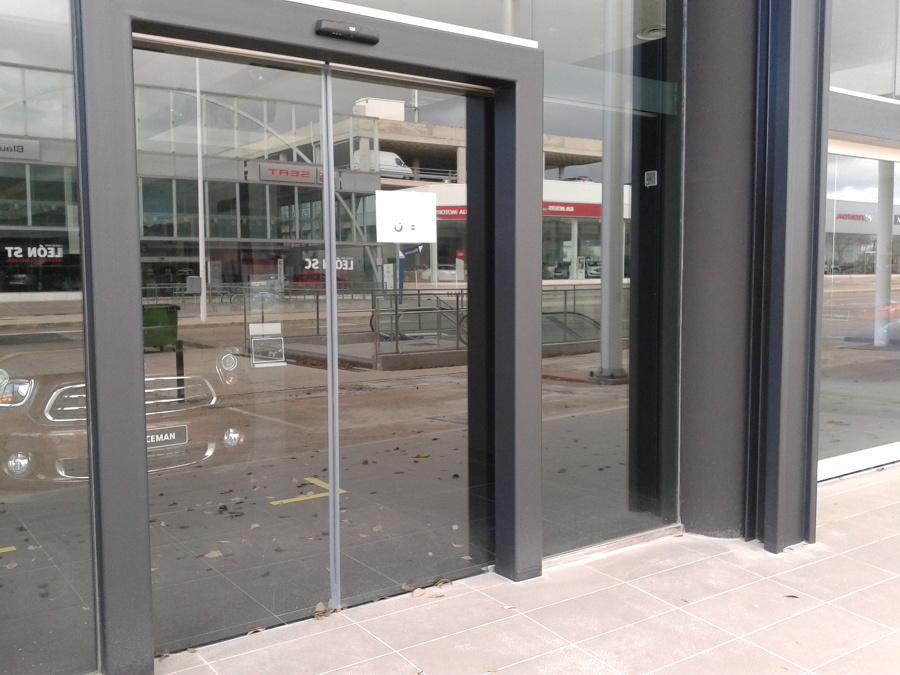 Foto puerta autom tica cristal de inserma puertas 766225 for Puertas automaticas cristal