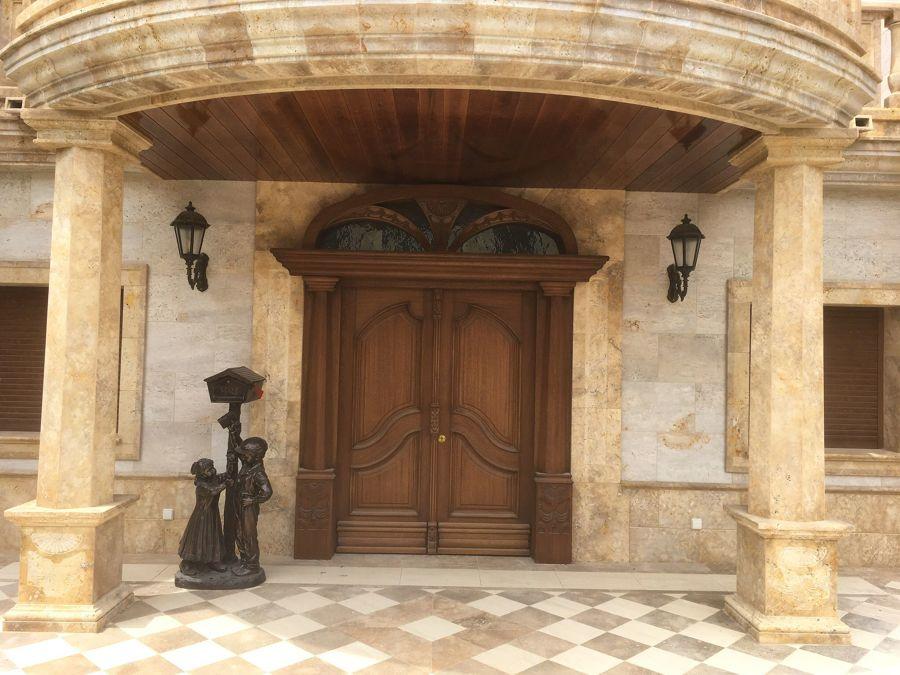 Puerta Calle 2 hojas Mod. Palacio con tallas