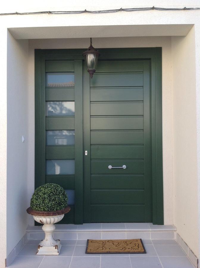 Puerta Calle madera maciza lacada en verde